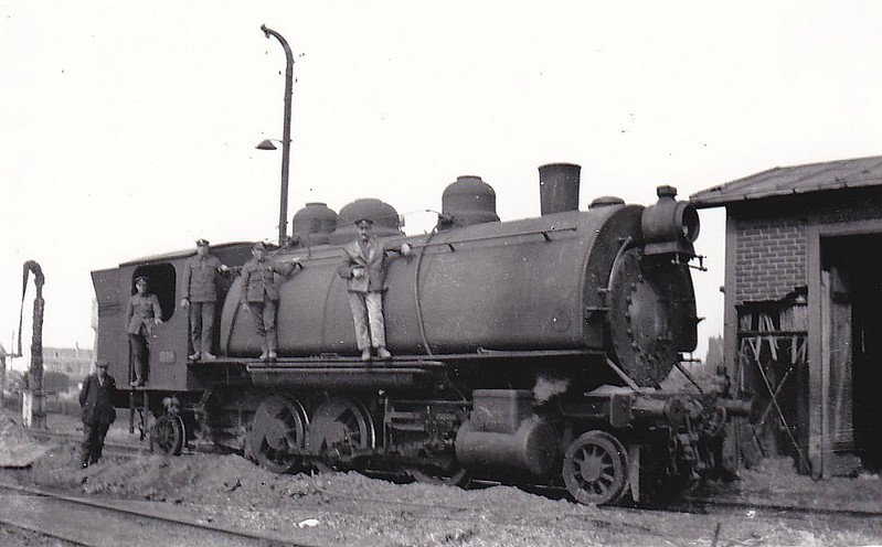 1324 - 2-6-2ST - built by Baldwin at a guess (many similar engines built but different wheel arrangements) - standard gauge - British soldiers - nothing more known.