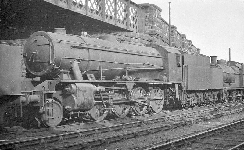 77484 - Riddles WD 8F 2-8-0 - built 02/44 by Vulcan Foundry Co. as WD No.7484 - 01/45 to WD No.77484, 10/51 to BR No.90621 - 11/65 withdrawn from 51C West Hartlepool.