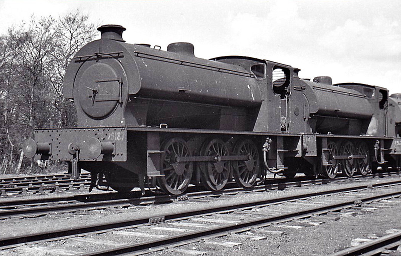 75187 - AUSTERITY 0-6-0ST - built 1944 by Robert Stephenson & Hawthorn Ltd, Works No.7137 - later to WD No.151 - seen here at Kinnerley on the Shropshire & Montgomeryshire Light Railway, 04/47, with 75141 (Hunslet 1944, Works No.3192, later WD No.139).