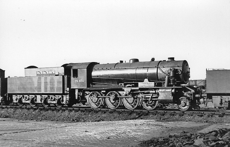 78672 - Riddles WD 8F 2-8-0 - built 06/44 by Vulcan Foundry Co. as WD No.8672 - 01/45 to WD No.78672, 06/49 to BR No.90643 - 02/64 withdrawn from 27B Aintree - seen here at Wakefield in 1948 in store, just prior to returning to service.