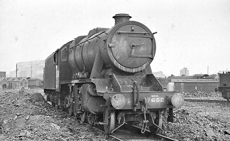 7562 - Stanier LMS Class 8F 2-8-0 - built 06/44 by Brighton Works - 04/46 to LNER as No.3101, 02/47 to LNER No.3501, 12/47 to LMS No.8706, 03/49 to BR No.48706 - 03/66 withdrawn from 82G Bath Green Park - seen here at Stratford in 1945 - note March allocation.