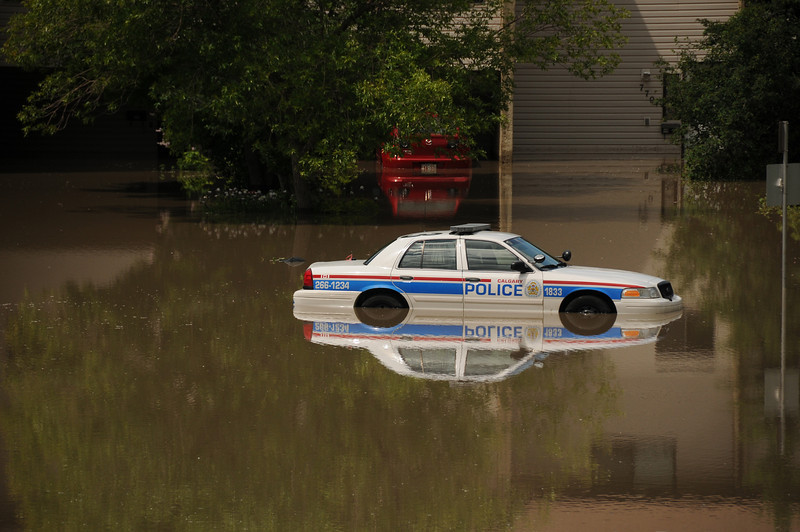One indication on how fast the water rose is the officer of this car drove in to notify people in these houses to evacuate immediately.  At that time the water was only ankle high. The policeman made no attempt to try and drive out less than 3/4 of an hour later.