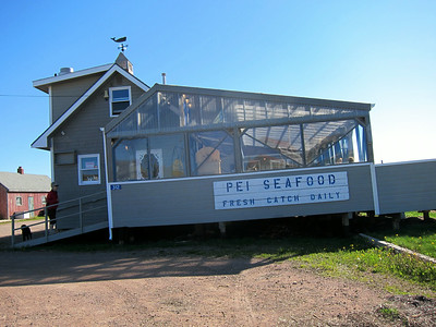 """The Blue Mussel Cafe, which is also conveniently located at """"the end of the road"""", was where we chose to have lunch."""