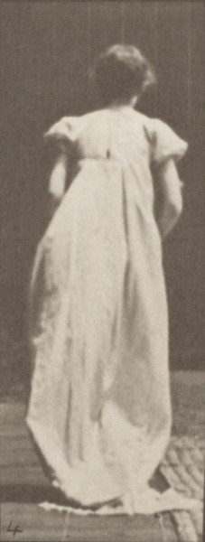 Woman in long dress curtseying, a fan in right hand