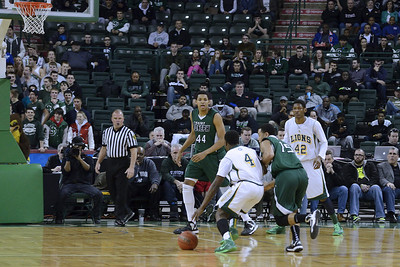 Asante Gist, the freshman guard, also possess a deadly drive to the basket, as seen in this series.