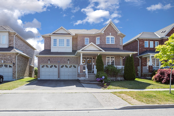 113 Root Cres. Front of House