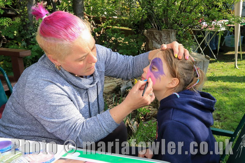 13 APR 2019 – Pictured: Face painter Zoe Double and Ellie-May Clarke (Age 7, All Saints Primary School) – Mayoress' Bunny Hunt at Bobbit's Hole. Photo Copyright © Maria Fowler 2019