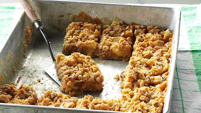 Apple Oatmeal Cookie Bar Recipe