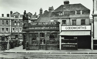 Approx' early 1950s.  Elephant & Castle pub , beresford square