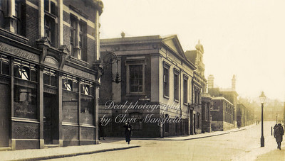 Approx'  1920s ,  William street ( Calderwood  st ).  The pub is the Duke of Wellington , demolished around 1935