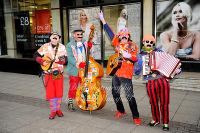 Jan 10th 2009.. Street entertainers on Powis street