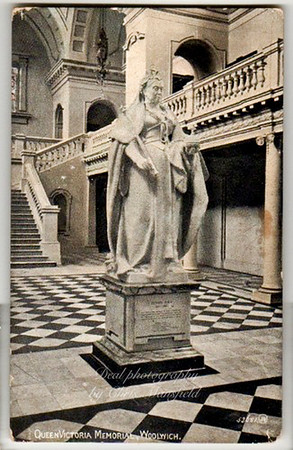 Queen Victoria statue in Town Hall