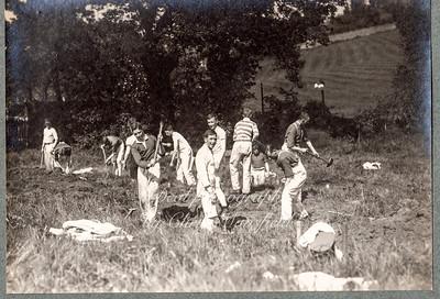 R A Cadets digging gun pits 02