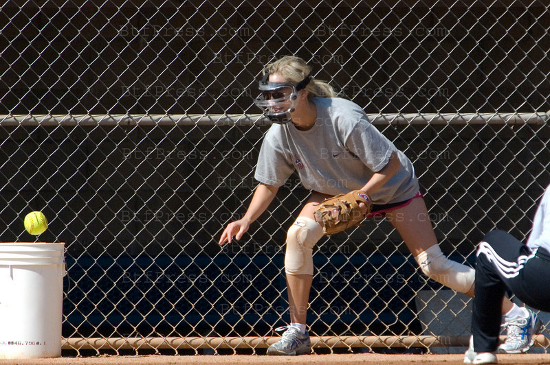 EXCLUSIVE - Los Angeles May 20,2009. Reese witherspoon training Softball for a new movie in Los Angeles.(Photo by Michel Boutefeu)