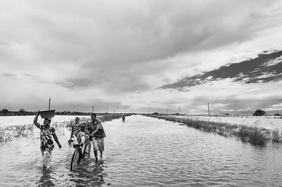 2010-10 Mutua,Tica - River Pungue is flooding the Region.