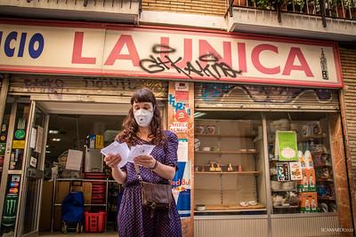 Los trabajadores de este supermercado de barrio junto a las voluntarias de Ramuca tienen preparadas las cajas que corresponden a cada familia, con su dirección y teléfonos de contacto.