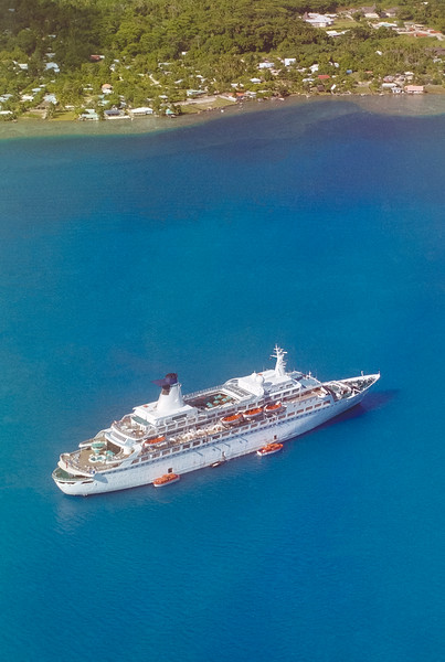 MV DISCOVERY AT BORA BORA