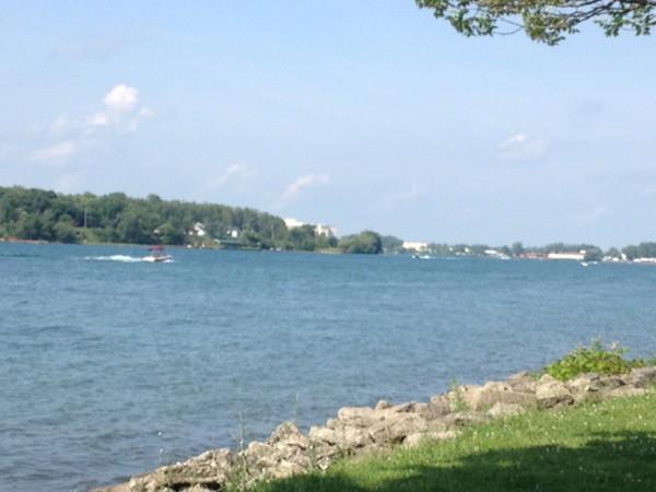 Awesome bike tour view along the Niagara River