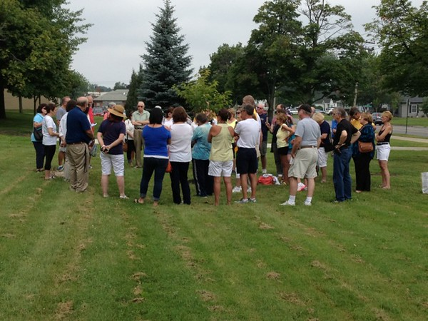 Chaplain Bill Wolfe '68 saying a prayer during the memorial tree ceremony