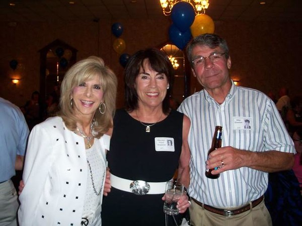 Carrie Kahn Weinstein '71, Maureen Hulub Wopperer '71, Mike Sheehan '70