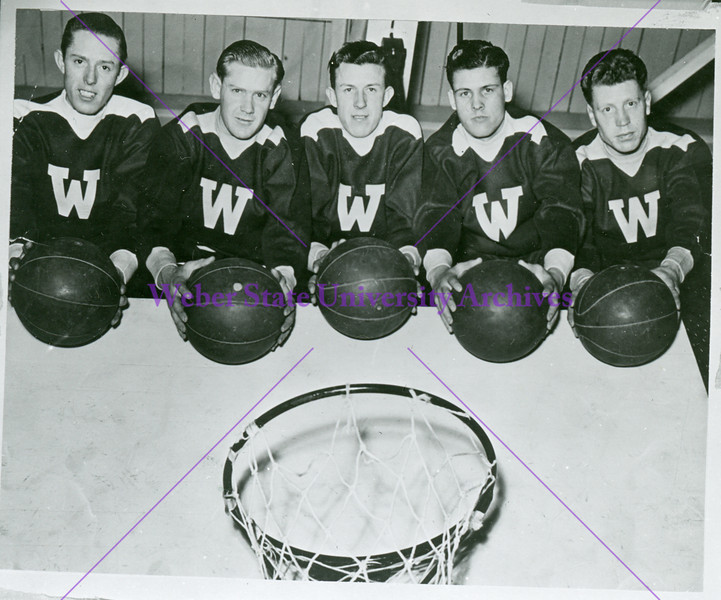 Basketball players circa 1935-1937