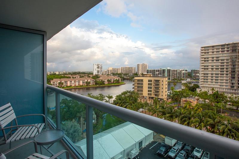 DT_HollywoodBeach_QueenQueen_Executive_Balcony