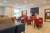 seatw-holiday-inn-express-and-suites-seattle-south-dining-area-2