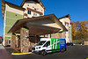 seatw-holiday-inn-express-and-suites-seattle-south-exterior-shuttle