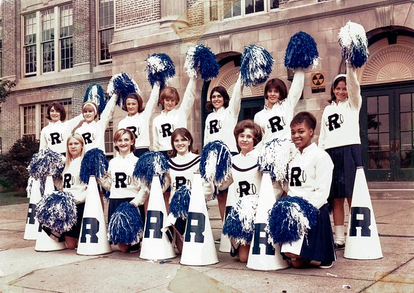 G Cheerleaders color pic 1966
