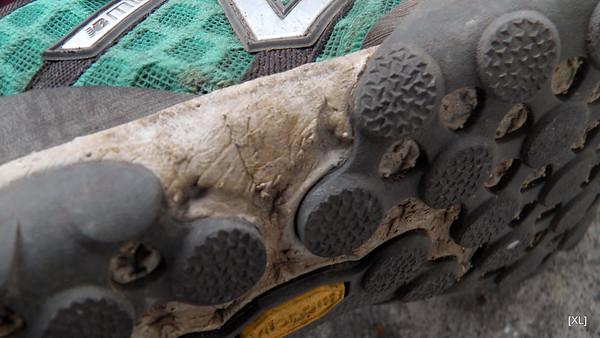 33/ damaged shoes post-Réunion