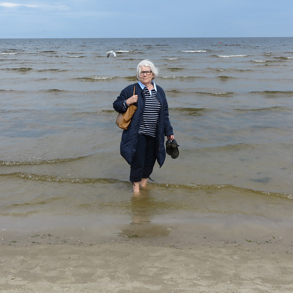 Aud testing the temperature, at Jurmala beach north of Riga