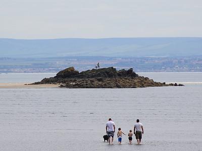 Burntisland - A Short Walk To The Rocks!