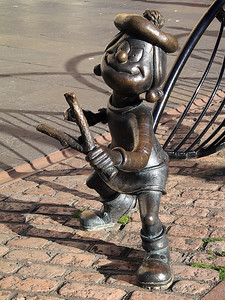 Minnie the Minx!
