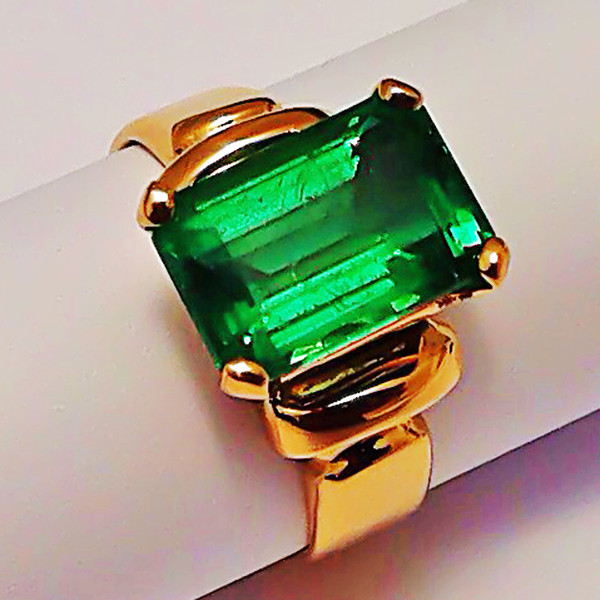 COLUMBIAN EMERALD - 18K GOLD