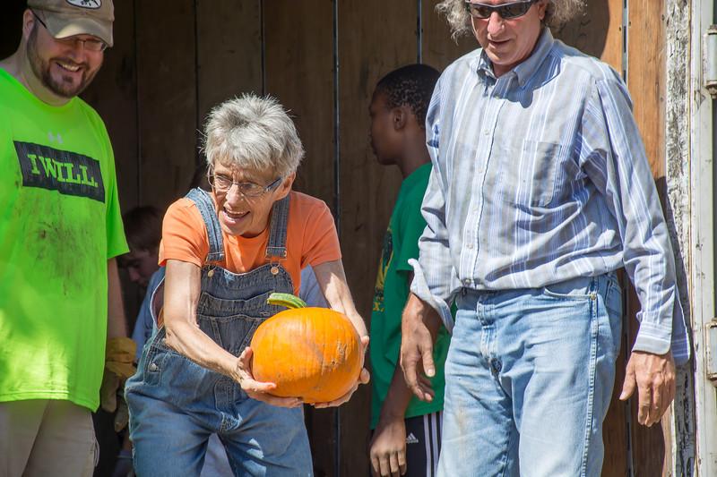 Pumpkin Patch Unloading 2014 (233 of 245)