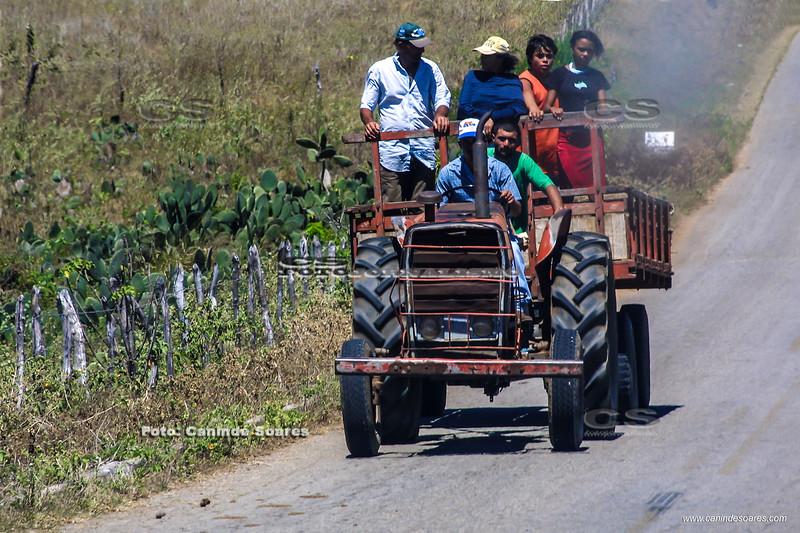 Transporte de gente em trator
