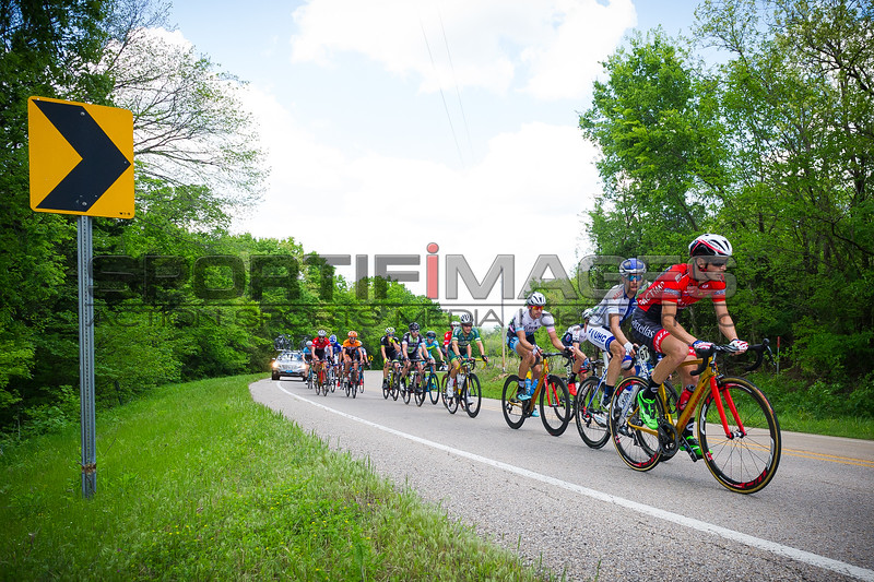 Joe Martin Stage Race Stage 2. The breakaway swells to over 14 riders and are well represented.