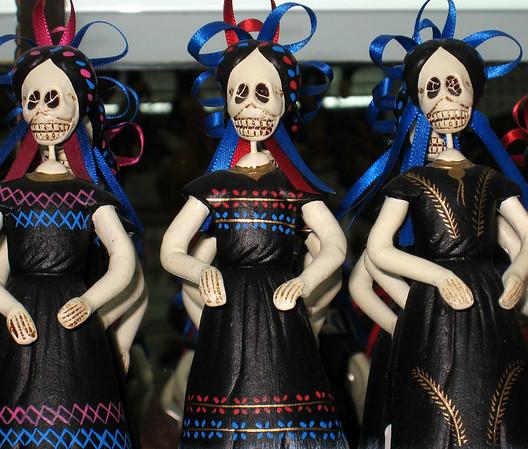 El Disco, Dia de los Muertos, ladies in black