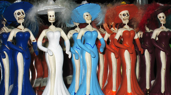 El Disco, Dia de los Muertos, ladies showin' some leg