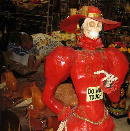 El Disco, Dia de los Muertos, lady in red