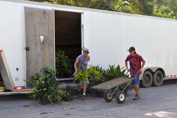 Jeff and James unloading plants