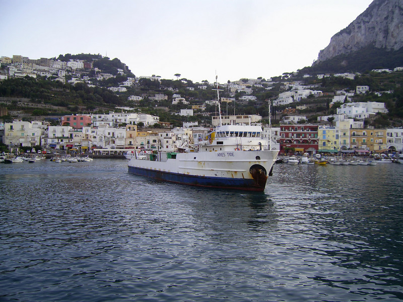 M/S ARIES TIDE maneuvering in Capri. An old offshore supply ship used for garbage, oil and special transports between Napoli and Capri island.