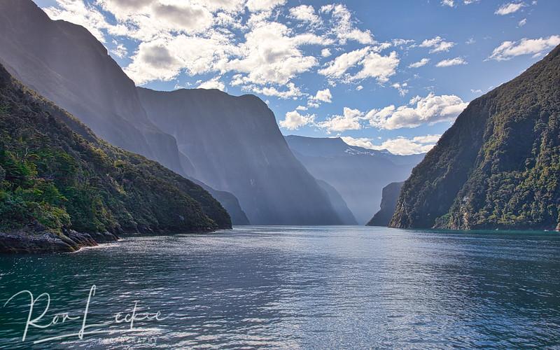 Milford Sound, New Zealand  Fiordland National Park.
