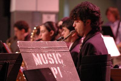 12-03-05 - Campus Serenaders