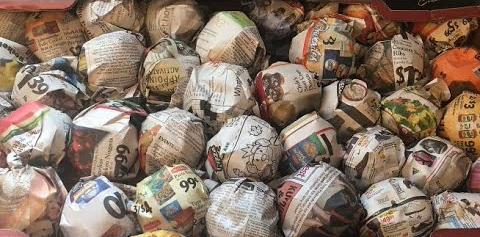 storing apples in newspaper