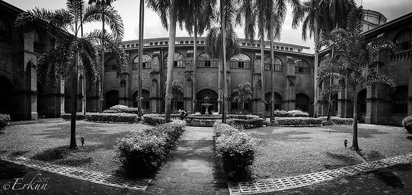 Museo San Agustin: Church & Monastery — panorama of the courtyard.