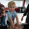 Henry, mein Neffe, beim Hamburger machen<br /> Henry, my nephew, is making Hamburgers