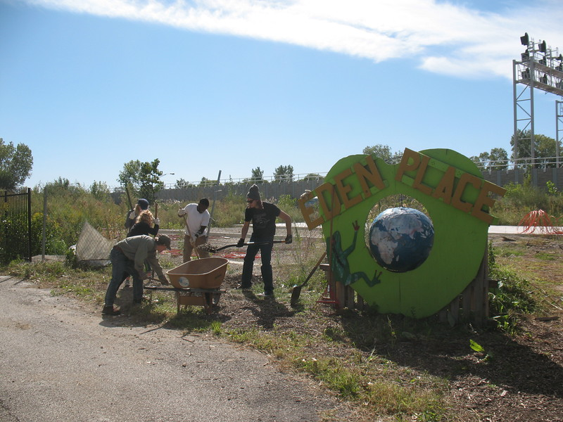SUST 350 workday at Eden Place Nature Center, Sept. 2016 (photo: M. Bryson)