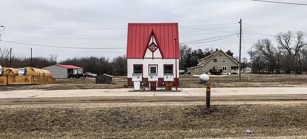 old Skelly Gas Station Lebo KS  IMG_1597