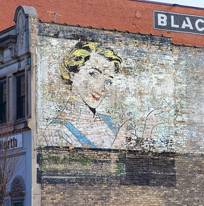 Money Lady wall advertising ghost sign Superior Street Duluth MN IMGC8218